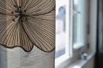 Saisonalle Fensterdekorationen – wie können wir das Aussehen von unseren Fenstern verbessern, sodass sie unserer Wohnung etwas positives garantieren können?